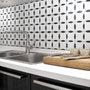 Element černobílý obklad do kuchyně